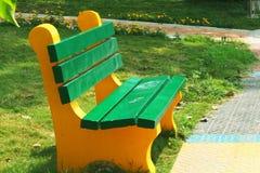 Πάγκος σε ένα πάρκο Στοκ φωτογραφία με δικαίωμα ελεύθερης χρήσης