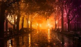 Πάγκος στην αλέα νύχτας Στοκ εικόνα με δικαίωμα ελεύθερης χρήσης