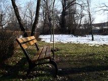 Πάγκος στο πάρκο φθινοπώρου Στοκ Φωτογραφίες