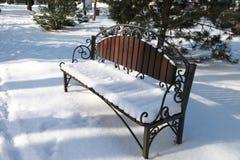 Πάγκος στο χιόνι Στοκ φωτογραφία με δικαίωμα ελεύθερης χρήσης