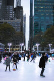 Πάγος ανθρώπων που κάνει πατινάζ στο πάρκο του Bryant στοκ φωτογραφία με δικαίωμα ελεύθερης χρήσης