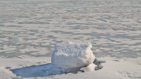 Πάγος-καλυμμένος ποταμός Στοκ φωτογραφία με δικαίωμα ελεύθερης χρήσης