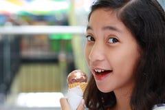 πάγος κοριτσιών κρέμας Στοκ φωτογραφίες με δικαίωμα ελεύθερης χρήσης