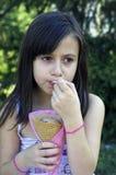 πάγος κοριτσιών κρέμας στοκ φωτογραφίες