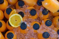 πάγος μπουκαλιών χυμού από πορτοκάλι - κρύο στην παγωνιέρα Στοκ φωτογραφίες με δικαίωμα ελεύθερης χρήσης