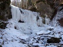 Πάγος - παγωμένος καταρράκτης το χειμώνα Στοκ Φωτογραφία