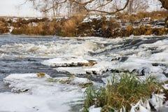 Πάγος ποταμών Ποταμός το χειμώνα Στοκ Φωτογραφία