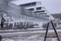 Πάγος που διαμορφώνει πέρα από ένα ράφι σκι Στοκ εικόνα με δικαίωμα ελεύθερης χρήσης