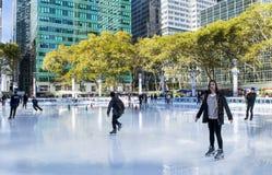 Πάγος που κάνει πατινάζ στο πάρκο του Bryant στην πόλη της Νέας Υόρκης στοκ εικόνες με δικαίωμα ελεύθερης χρήσης