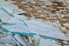 Πάγος που παρασύρει στον ποταμό Στοκ εικόνες με δικαίωμα ελεύθερης χρήσης