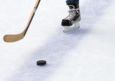 πάγος χόκεϋ παιχνιδιών τεμαχίων στοκ εικόνες