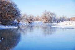 Πάγωμα του ποταμού Talitsa το χειμώνα Στοκ Εικόνες