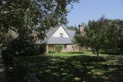 Πάλο Άλτο, Καλιφόρνια, το Σεπτέμβριο του 2016 σπίτι του Στηβ Τζομπς με τα δέντρα μηλιάς στοκ φωτογραφίες με δικαίωμα ελεύθερης χρήσης