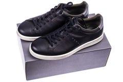 Πάνινα παπούτσια μαύρων ` s με τα άσπρα πέλματα Στοκ Εικόνες