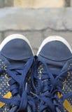 Πάνινα παπούτσια σημείων Πόλκα Στοκ φωτογραφία με δικαίωμα ελεύθερης χρήσης