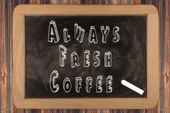 Πάντα φρέσκος καφές - πίνακας κιμωλίας Στοκ φωτογραφία με δικαίωμα ελεύθερης χρήσης