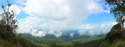 Πάνω από το βουνό (πανόραμα) στοκ εικόνες