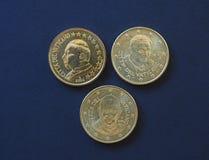 Πάπας Ιωάννης Παύλος Β', Benedict XVI και Francis Ι νομίσματα 50 σεντ Στοκ Φωτογραφία