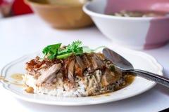 Πάπια που ψήνεται στη σχάρα με το ρύζι στα τρόφιμα πρωινού της Ταϊλάνδης Στοκ φωτογραφίες με δικαίωμα ελεύθερης χρήσης