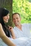 πάρκο ζευγών ρομαντικό στοκ φωτογραφίες με δικαίωμα ελεύθερης χρήσης