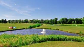 Πάρκο και γήπεδο του γκολφ Στοκ εικόνα με δικαίωμα ελεύθερης χρήσης