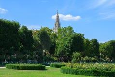 Πάρκο και Δημαρχείο Volksgarten στη Βιέννη Στοκ φωτογραφία με δικαίωμα ελεύθερης χρήσης