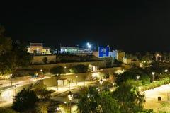 Πάρκο και σπίτια τη νύχτα, Villajoyosa, Ισπανία Στοκ Φωτογραφία