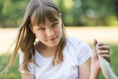 πάρκο κοριτσιών εφηβικό στοκ εικόνες