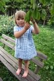 πάρκο κοριτσιών πάγκων Στοκ φωτογραφία με δικαίωμα ελεύθερης χρήσης