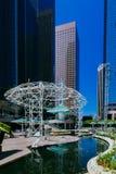Πάρκο μεταξύ των ουρανοξυστών στο στο κέντρο της πόλης Λος Άντζελες στοκ εικόνες