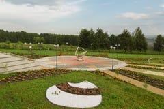 Πάρκο με ένα τοπίο της μίμησης των πλανητών του ηλιακού συστήματος Το μεγάλο πλανητάριο του Novosibirsk είναι το μεγαλύτερο Στοκ εικόνα με δικαίωμα ελεύθερης χρήσης