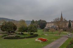 Πάρκο με τα κρεβάτια λουλουδιών στοκ εικόνα