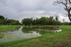 Πάρκο με τη λίμνη σε Anuradhapura (Σρι Λάνκα) Στοκ φωτογραφίες με δικαίωμα ελεύθερης χρήσης