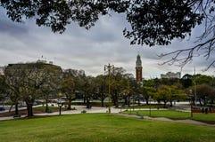 Πάρκο με τη εικονική παράσταση πόλης Μπουένος Άιρες Αργεντινή ουρανοξυστών Στοκ Φωτογραφία