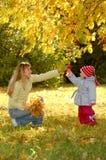 πάρκο μητέρων παιδιών Στοκ εικόνα με δικαίωμα ελεύθερης χρήσης
