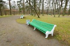 πάρκο πάγκων ξύλινο Στοκ φωτογραφία με δικαίωμα ελεύθερης χρήσης