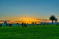 Πάρκο προκυμαιών στο ηλιοβασίλεμα, Μοντεβίδεο, Ουρουγουάη Στοκ Φωτογραφία