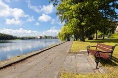 πάρκο πόλεων πάγκων Στοκ φωτογραφίες με δικαίωμα ελεύθερης χρήσης