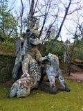 Πάρκο των τεράτων, ιερό άλσος, κήπος Bomarzo Δράκος με τα λιοντάρια, αλχημεία στοκ εικόνα