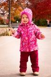 Πάρκο φθινοπώρου κοριτσάκι ν Στοκ Φωτογραφίες