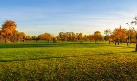 Πάρκο φθινοπώρου στη Ρήγα, Λετονία Στοκ Εικόνες