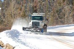 ΠΆΡΚΟ ESTES, ΚΟΛΟΡΆΝΤΟ, ΣΤΙΣ 17 ΔΕΚΕΜΒΡΊΟΥ 2010: Οργώνοντας δρόμος βουνών φορτηγών Στοκ Φωτογραφία