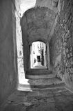 Πάροδος Ostuni με τους υπόγειους θαλάμους Στοκ φωτογραφία με δικαίωμα ελεύθερης χρήσης