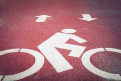 Πάροδος ποδηλάτων ή πορεία, σύμβολο εικονιδίων στο δρόμο ασφάλτου Στοκ Φωτογραφίες