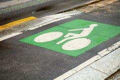 Πάροδος ποδηλάτων Πράσινος δρόμος που χαρακτηρίζει στο δρόμο Στοκ φωτογραφία με δικαίωμα ελεύθερης χρήσης