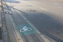 Πάροδος ποδηλάτων στο δευτερεύοντα δρόμο στη Μπανγκόκ Στοκ Φωτογραφίες