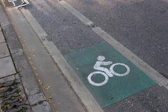Πάροδος ποδηλάτων στο δευτερεύοντα δρόμο στη Μπανγκόκ Στοκ Εικόνες