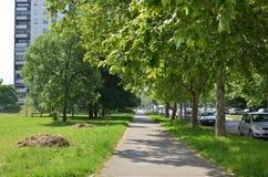 Πάροδος σε ένα κατοικημένο μέρος πόλεων Στοκ φωτογραφία με δικαίωμα ελεύθερης χρήσης