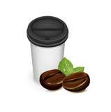 Πάρτε μαζί το φλιτζάνι του καφέ με τα φασόλια καφέ Στοκ Εικόνες