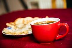 Πάρτε μια εικόνα των φλυτζανιών καφέ στοκ φωτογραφίες με δικαίωμα ελεύθερης χρήσης